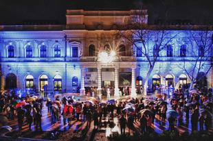 A német nyelvű előadásoktól Közép-Európa egyik legösszetettebb színházáig