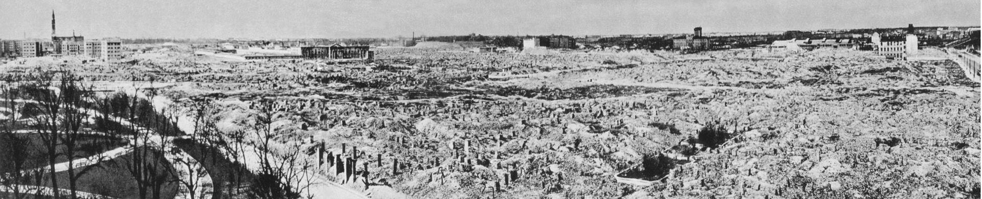 A gettó látképe 1945-re.