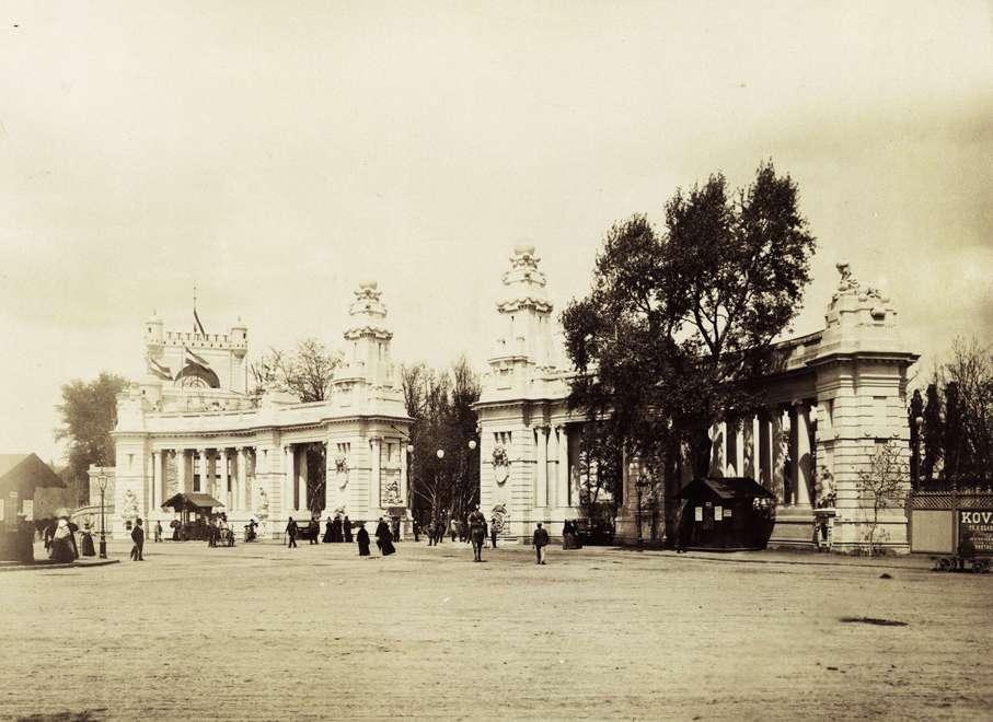 A Millenniumi kiállítás főbejárata. <br /><br />Forrás: Fortepan / Budapest Főváros Levéltára. Levéltári jelzet: HU.BFL.XV.19.d.1.09.001