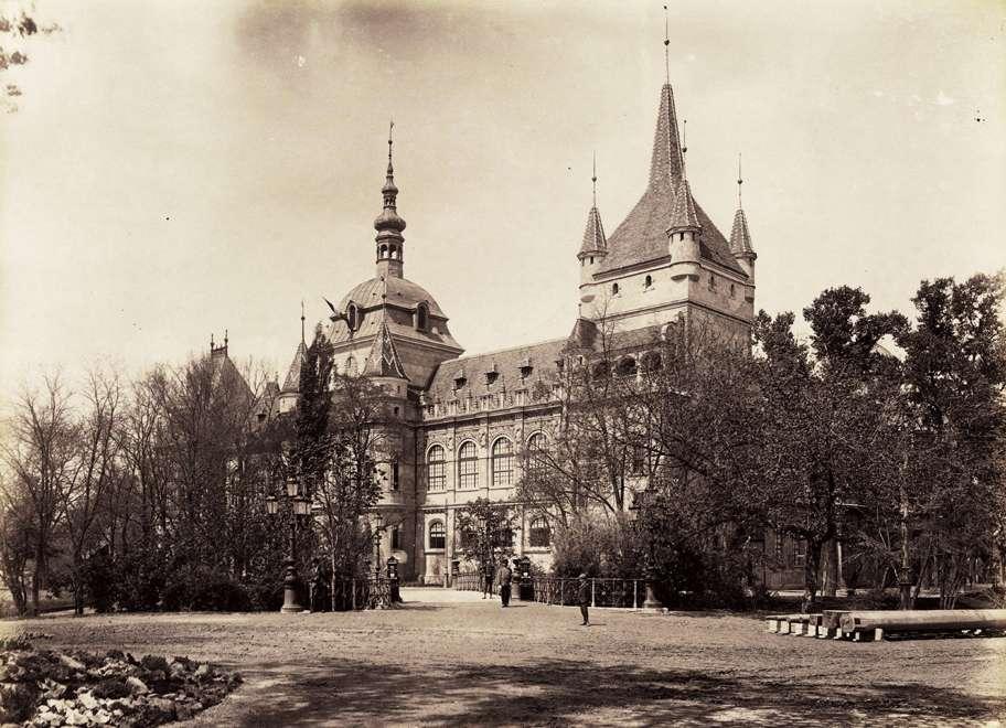 A történelmi főcsoport reneszánsz épülete, középen a Német torony, jobbra a Katalin bástyatorony. <br /><br />Forrás: Fortepan / Budapest Főváros Levéltára. Levéltári jelzet: HU.BFL.XV.19.d.1.09.041