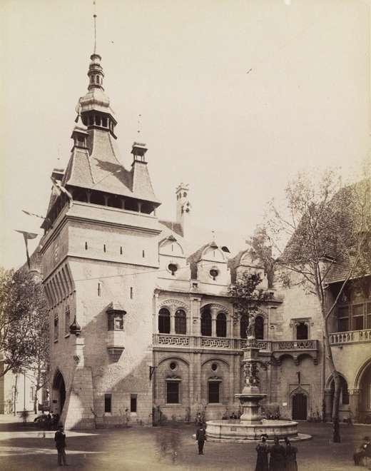 Vajdahunyad vára, a történelmi főcsoport gótikus épületegyütese. Balra az Apostolok tornya és a Hunyadi-loggia, előtérben a Pozsonyi kút. <br /><br />Forrás: Fortepan / Budapest Főváros Levéltára. Levéltári jelzet: HU.BFL.XV.19.d.1.09.094