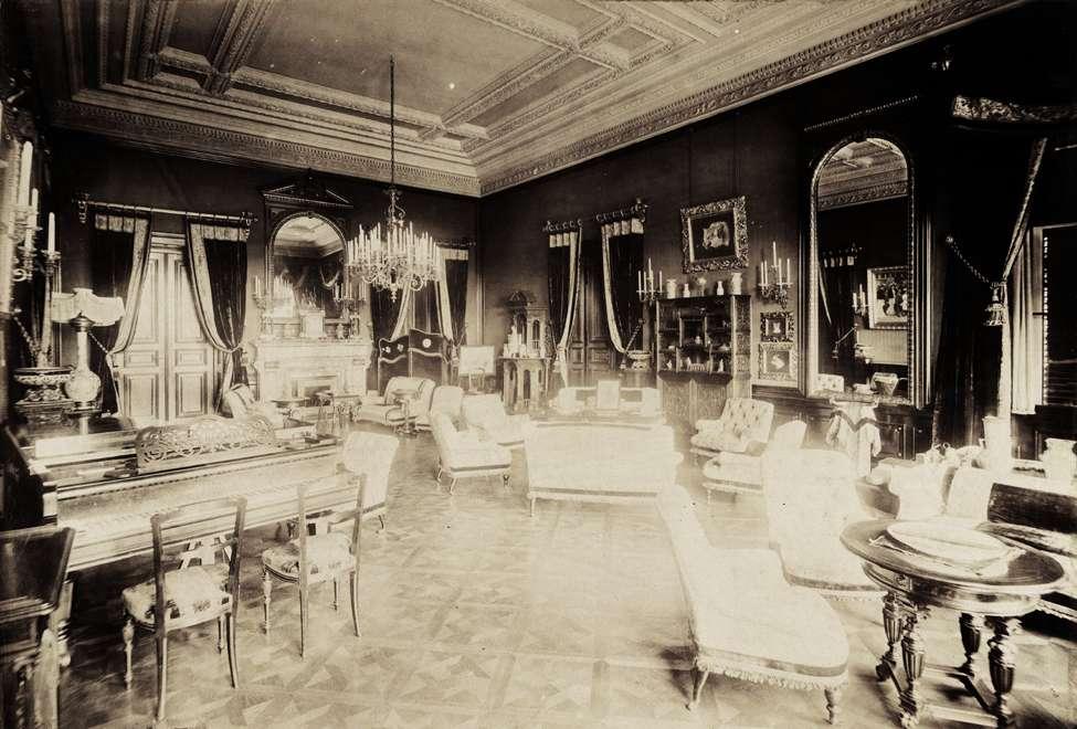 Wenckheim-kastély, nagyszalon. A felvétel 1895-1899 között készült. Kép: Fortepan / Budapest Főváros Levéltára. Levéltári jelzet: HU.BFL.XV.19.d.1.11.174