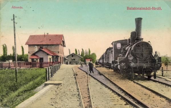 az_allomas_kepe_1910_korul_vonattal_schildmayer_ferenc_vasutallomasok_hu.jpg