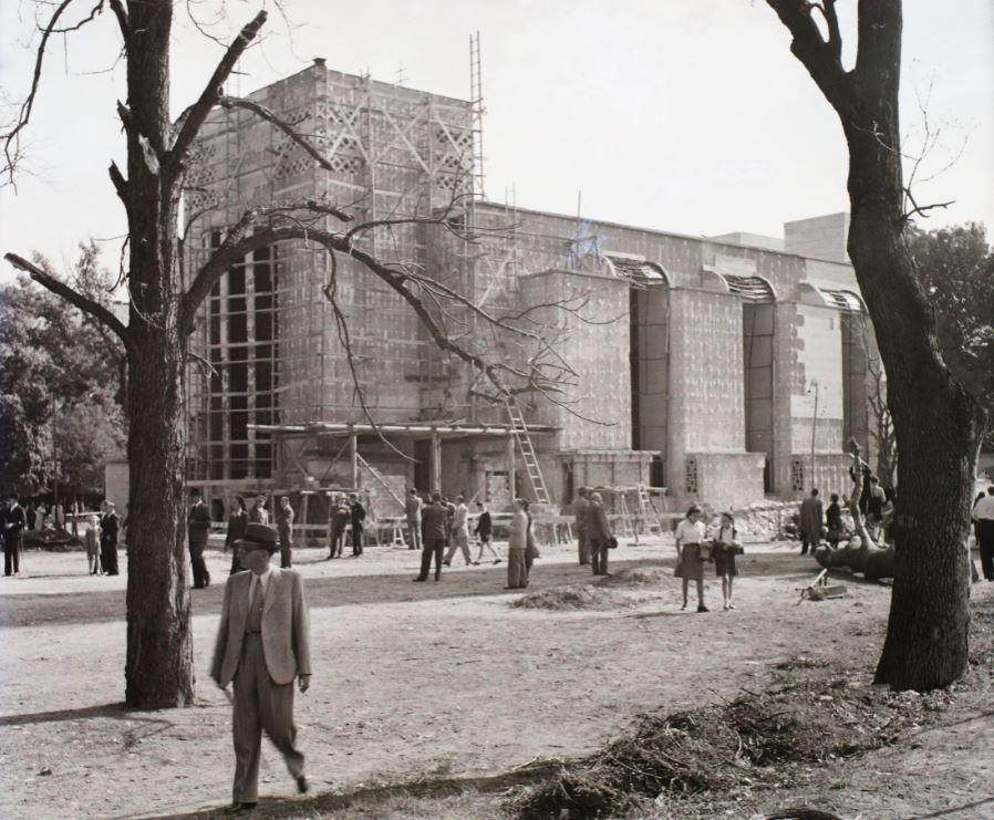 A templom helyreállítás közben 1943-ban, kép: Fortepan / Buzinkay Géza