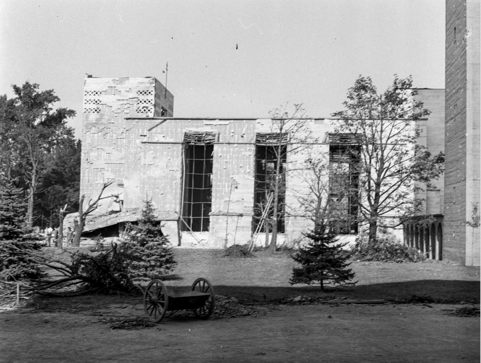 A templom 1942-ben a bombatámadás után, kép: Fortepan / Lissák Tivadar