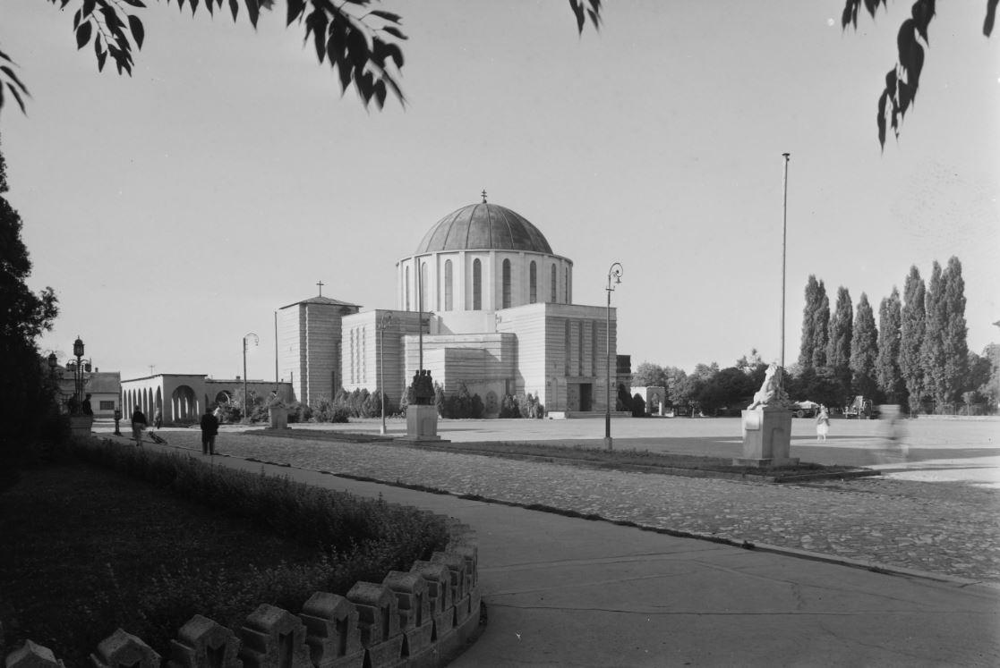 A Mohácsi Fogadalmi Emléktemplom 1963-ban. Kép: Fortepan / Gyöngyi