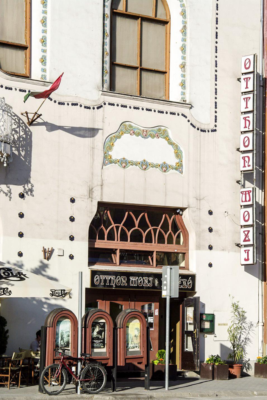 A z Otthon Mozi bejárata. (Kép: egykor.hu)