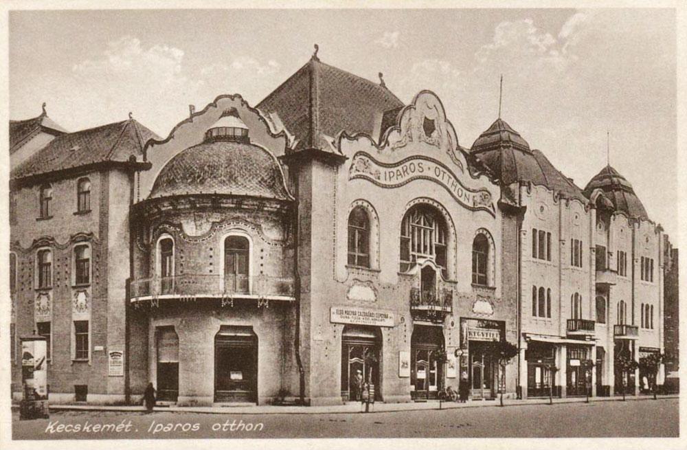 Az Iparos Otthon 1973-ban, ekkor szovjet tiszti klub volt. (Kép: Fortepan / Bartók István)