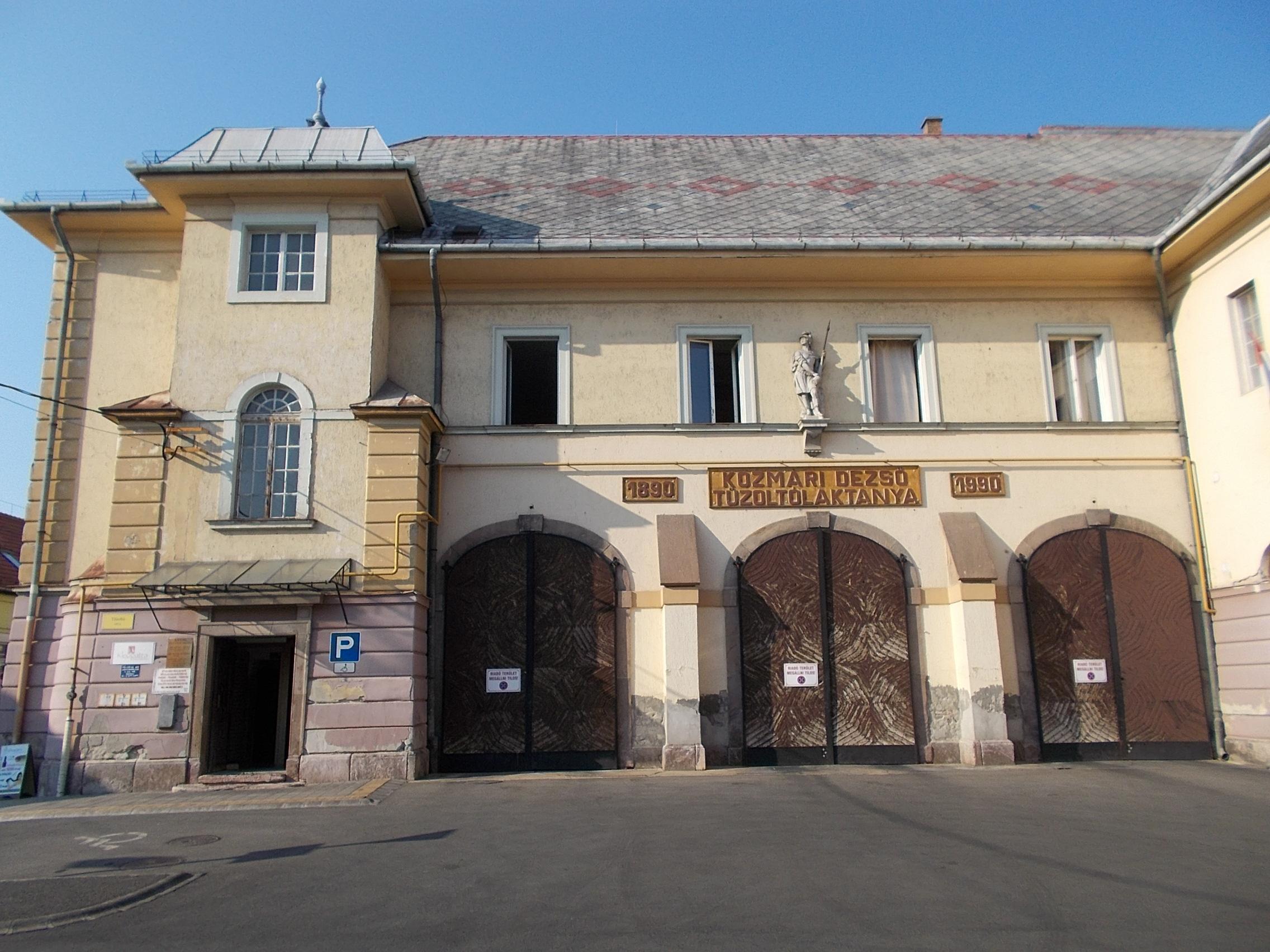Volt Nemzeti Banki épület és tűzoltólaktanya. A Déli és Ny-i szárnyat a Tűzoltóság, a Keleti szárnyat a Nemzeti Bank számára építették (építész: Wälder Gyula).  Kép: Globetrotter19 / Wikimedia Commons