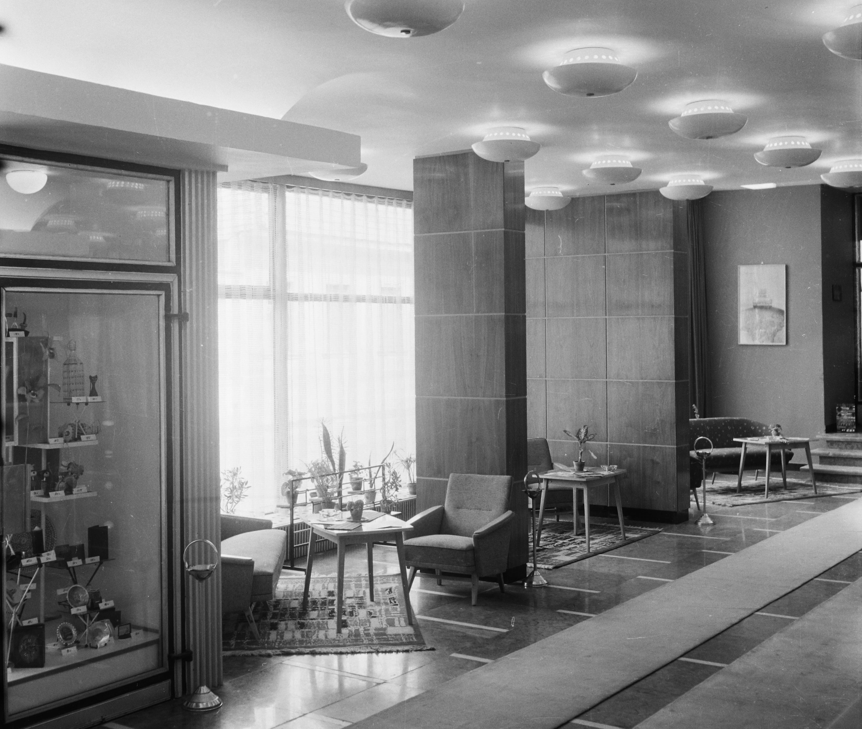 A Fürdő Hotel hallja 1967-ben. Kép: Fortepan/Bauer Sándor
