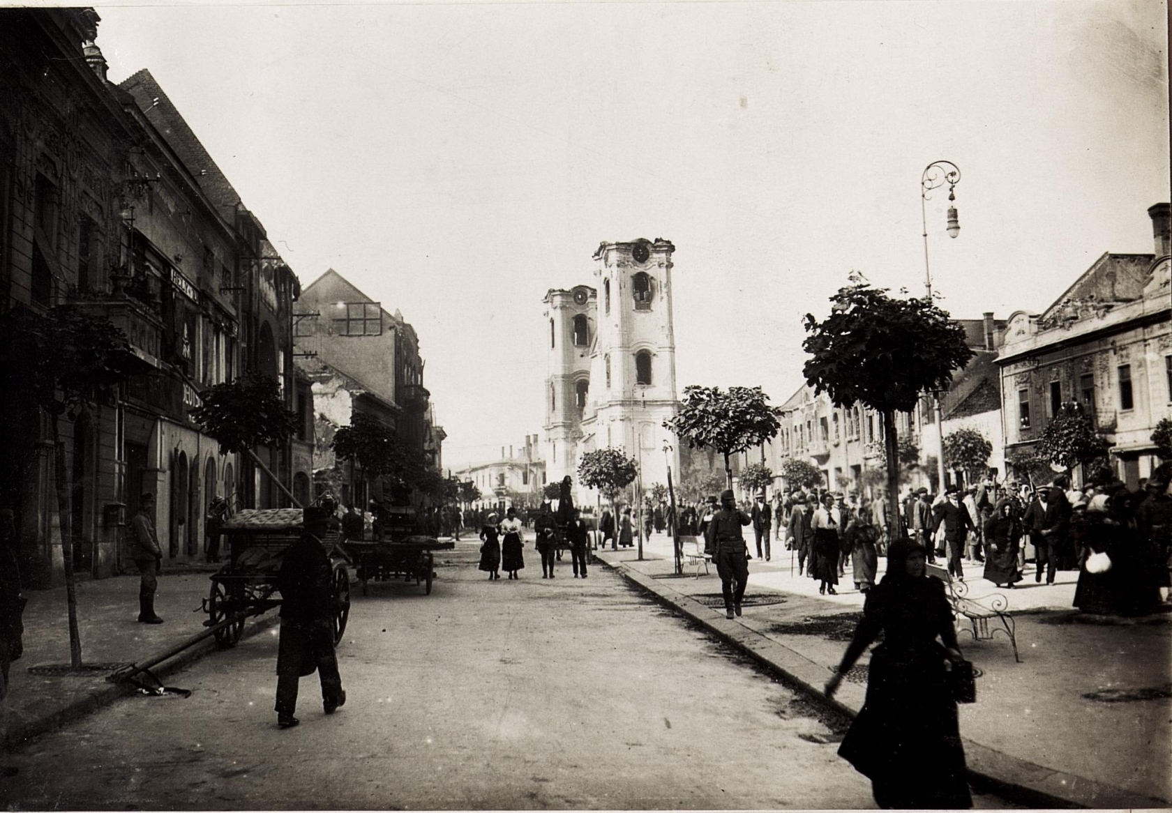 2 nappal a tűzvész után, az 1917. május 23-i helyzet. Kép: K.u.k. Kriegspressequartier, Lichtbildstelle - Wien - https://www.bildarchivaustria.at / Wikimedia Commons