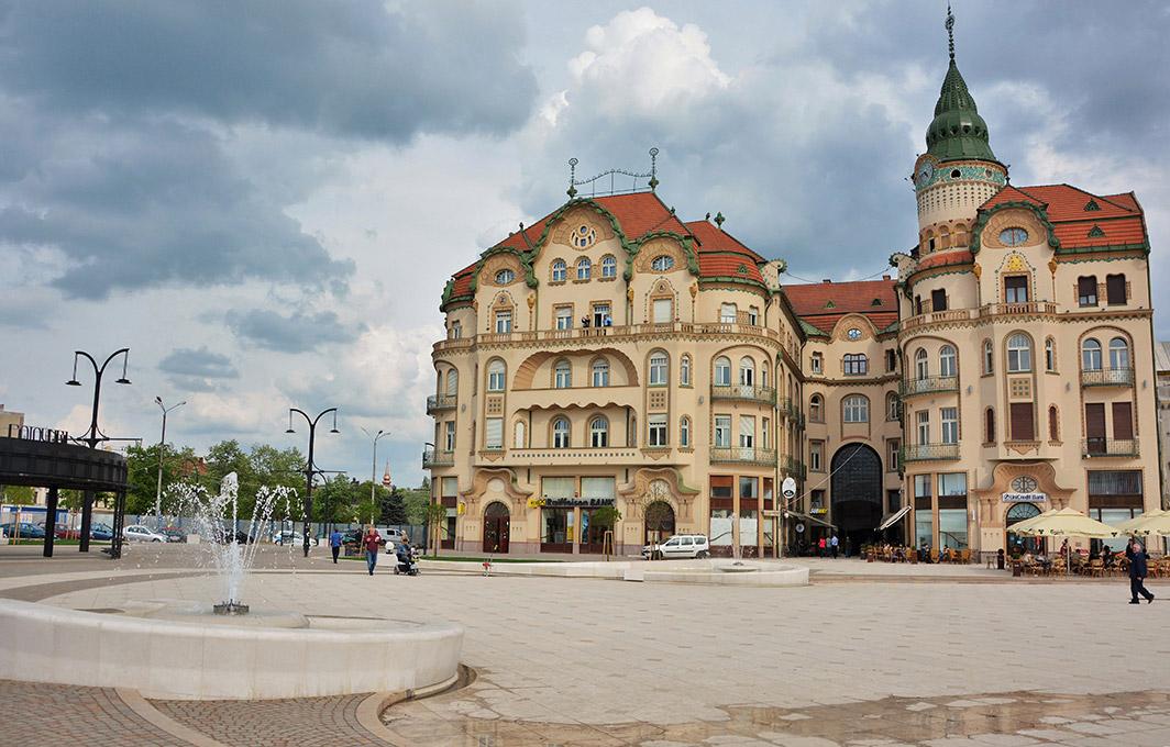 Az épületegyüttes uralja a teret. Kép: magyar-ertekmentes.hu