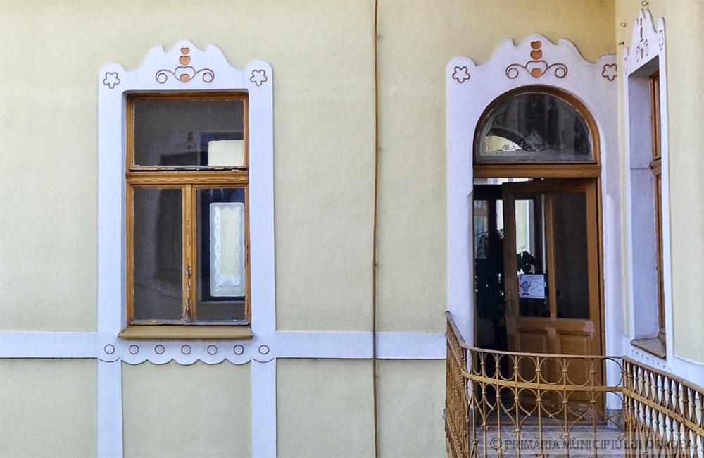 Ablakdíszítések. Kép: oradea.travel