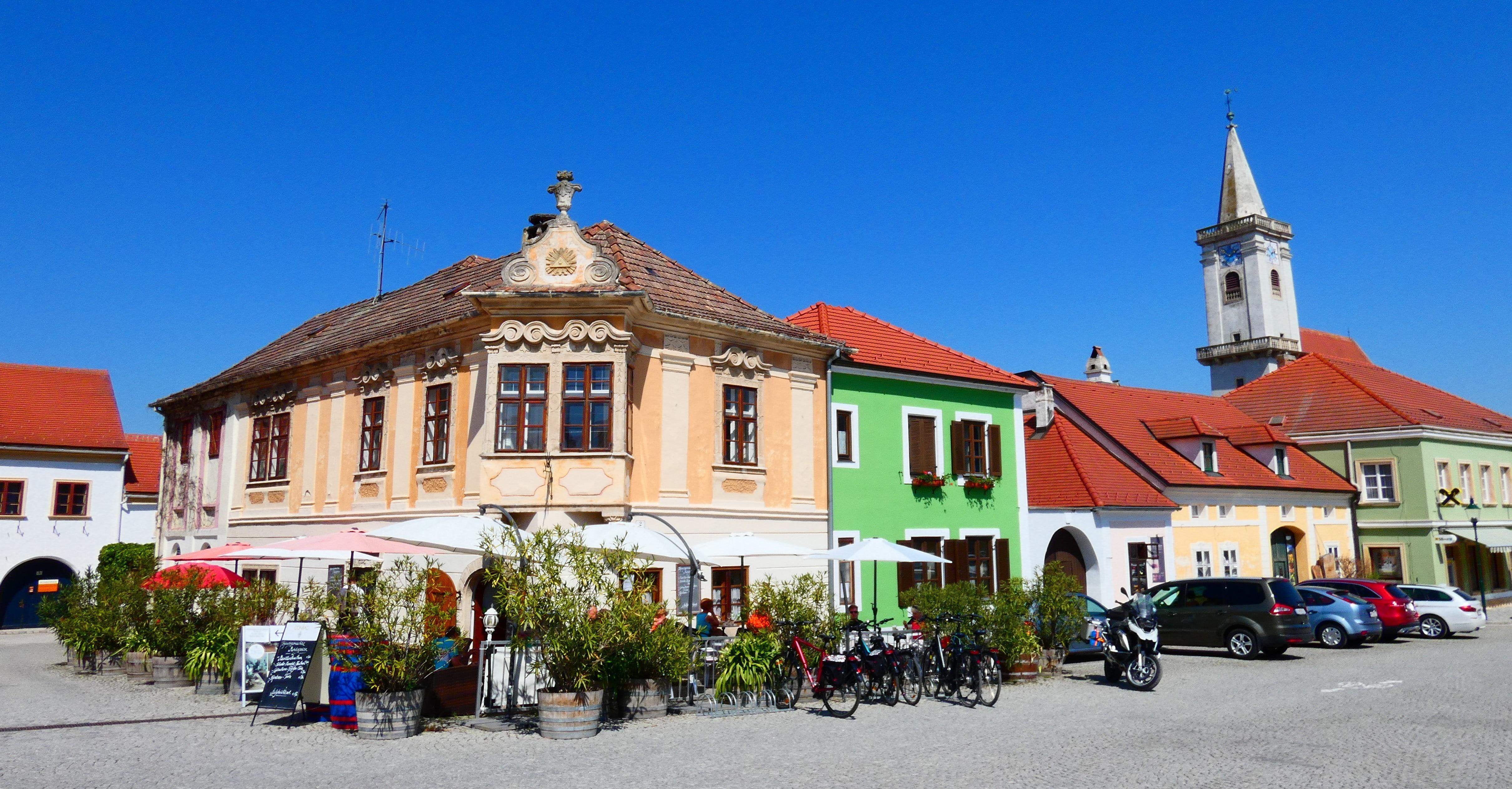 Hangulatos középkori kisváros a szomszédban