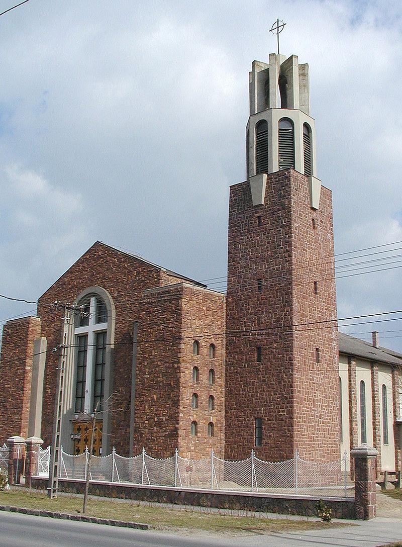 A balatonlellei Szentháromság templom. Kép: Wikimedia Commons / Roland von Bagratuni