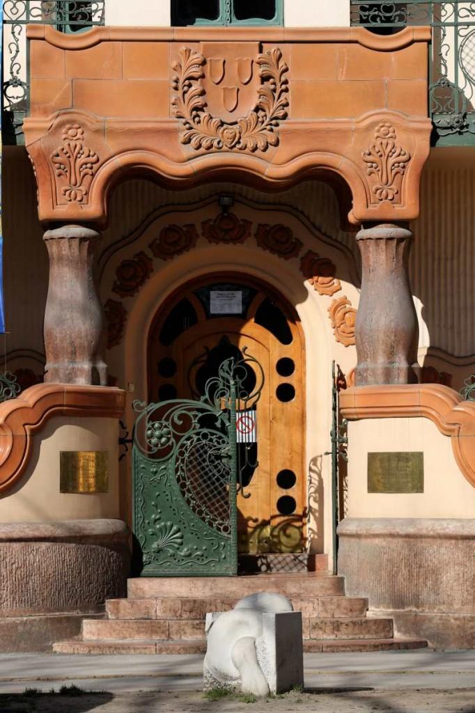 A palota utcafronti bejárata. Kép: szecesszio.szegedvaros.hu