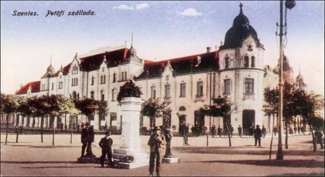 A korabeli homlokzat képeslapon, 1903. Kép: Wikimedia Commons