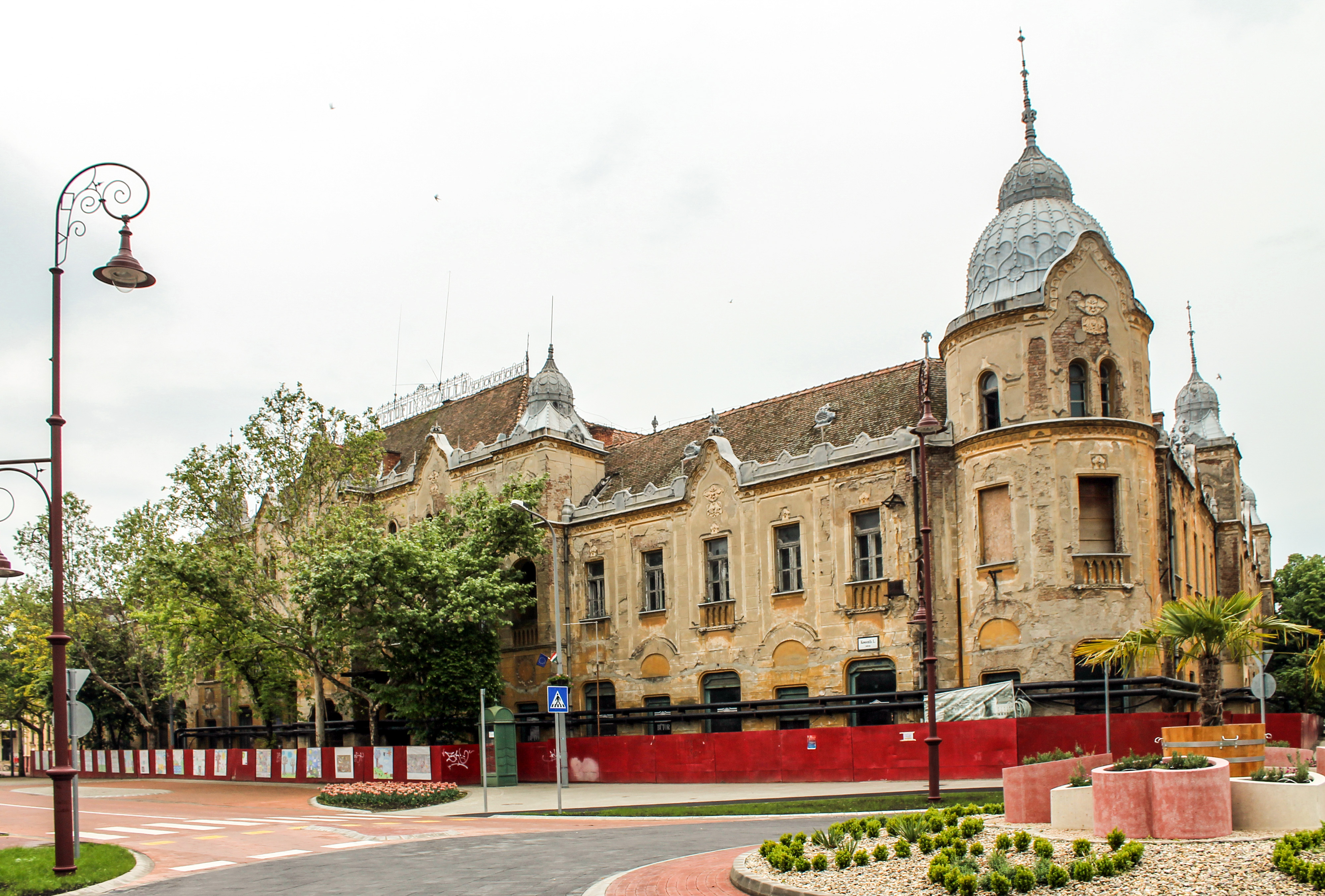 Ennyire leromlott a szálló állapota a felújítás előtt. Kép: Wikimedia Commons