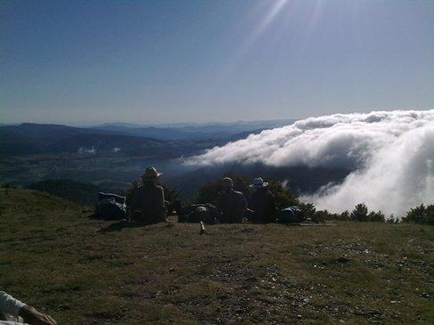 pireneusok felhok felett.jpg