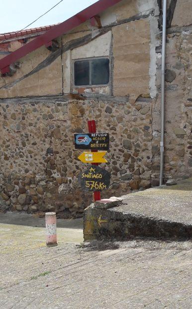 El camino, jelzőtáblák Viloria de Rioja faluban