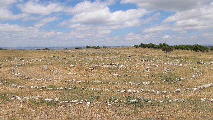 El camino, az atapuercai köves emelkedő utáni óriás kőspirál