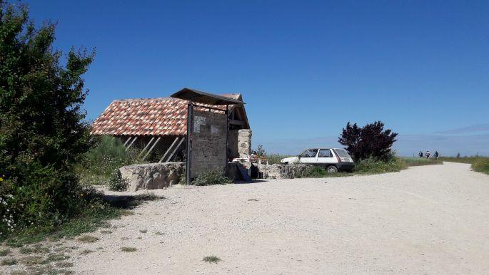 El camino, fenn az Alto de Mosterales tetején, a pihenőház