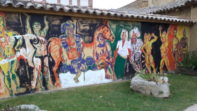 El camino, Boadilla del Camino, modern alkotások az albergue falán...
