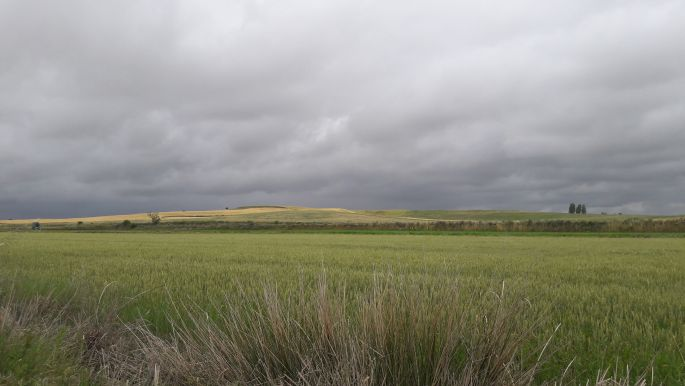 El camino, sűrű, sötét felhők