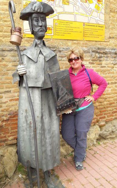 El camino, Sahagún, a municipal albergue előtti jó öreg zarándok szobor és jómagam
