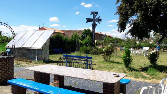 El camino, Hospital de Órbigo, az albergue hátsó kertje