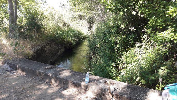 El camino, pihenő egy kis patak felett