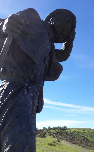 El camino, San Rogue-hágó, zarándokszobor