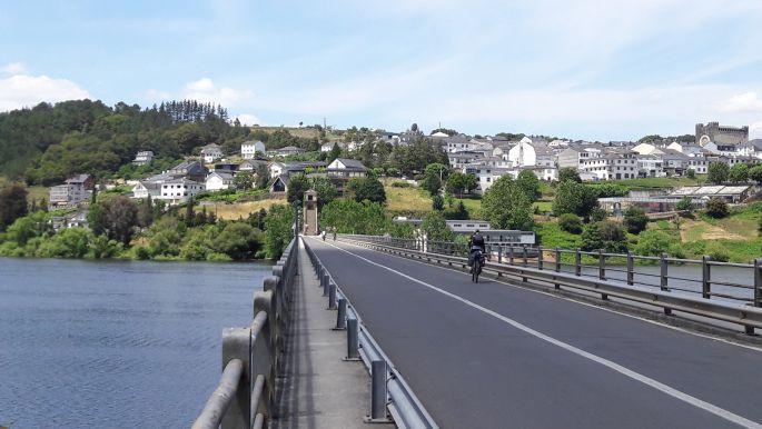 El camino, a portomaríni híd (háttérben a meredek lépcsősorral)