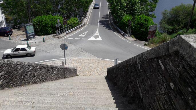 El camino, a portomaríni híd a meredek lépcsősor tetejéről fotózva