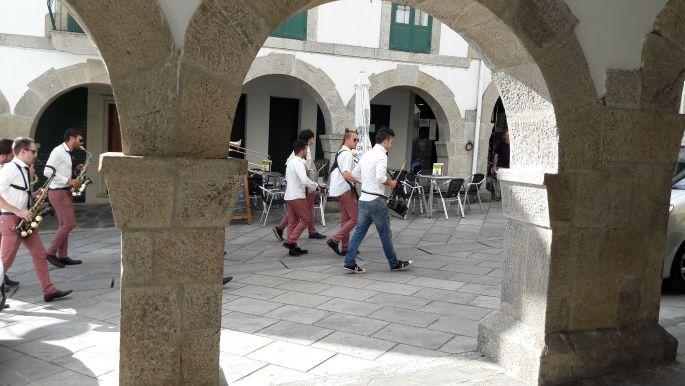 El camino, utcai zenészek Portomarínban