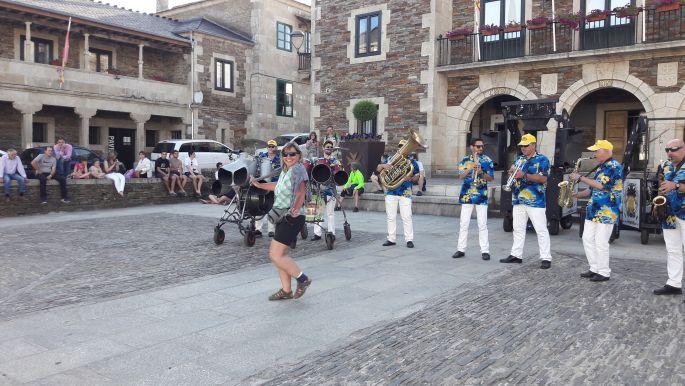 El camino, a kék inges old boys utcai zenészek Portomarínban ééééés ERIKA! :-)