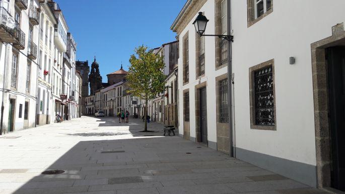 El camino, Santiago de Compostela, a zarándokiroda és a posta utcája