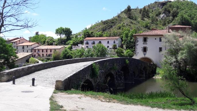 Közeledik Trinidad de Arre hídja.