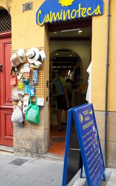 Caminoteca, a túrafelszereléseket forgalmazó magyar bolt Pamplonában.