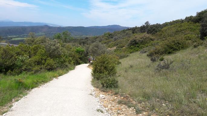 El camino, lefelé az Alto del Perdón hegyről. Itt még úgy tűnt, hogy az utat megjavították.