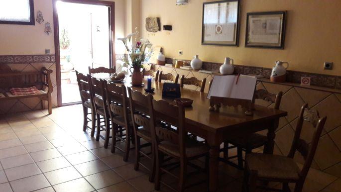Ventosa, az albergue társalgója vagy étkezője vagy ilyesmi. Mindenesetre hosszú asztal, az biztos...