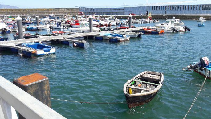 El camino, Finisterre, a kikötő csónakokkal