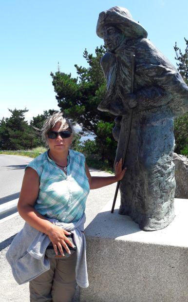 El camino, Finisterre, zarándokszobor Erikával