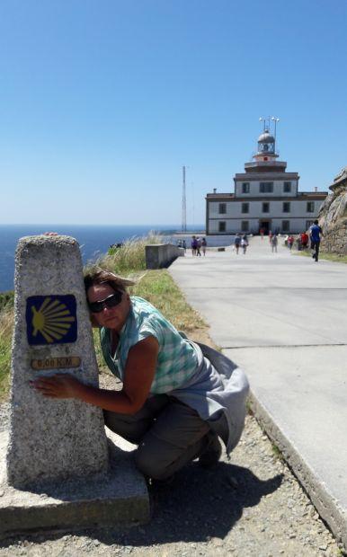 El camino, Finisterre, világítótorony és a null kilométerkő Erikával