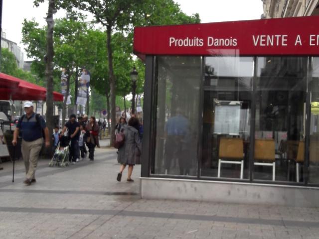 Kilátás a Camps Elysées egyik McCaféjából..