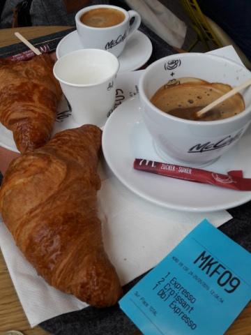 Párizs, Camps Elysées, McDonalds, McCafé, croissant és kávé :-)