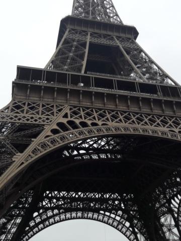 ... itt pedig alulról az Eiffel-torony, bele sem fért a képbe