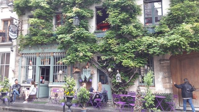 Igazi párizsi hangulat, közel a Notre Dame-hoz.