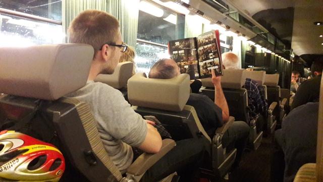 Az éjszakai vonat belülről.