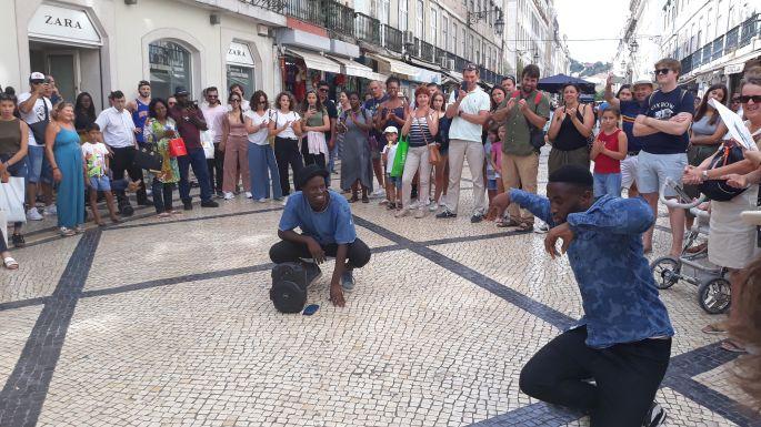 61_lisszabon_utcai_mutatvanyosok.jpg